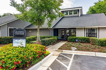 1500 Willow Trail Drive 1-2 Beds Apartment for Rent Photo Gallery 1