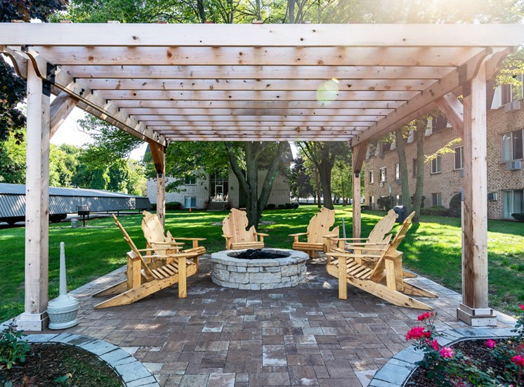 Outdoor Lounge Area at Shores of Roosevelt Park Apartments