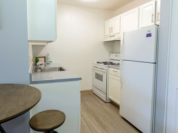Bright Updated Kitchens at the Shores of Roosevelt Park Apartments Muskegon MI