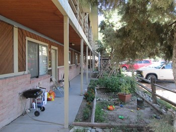 920 Iowa Ave 2 Beds Apartment for Rent Photo Gallery 1