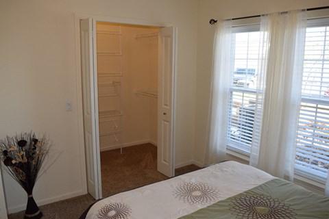 Spacious Wardrobe at Lynbrook Apartment Homes and Townhomes, Elkhorn, NE
