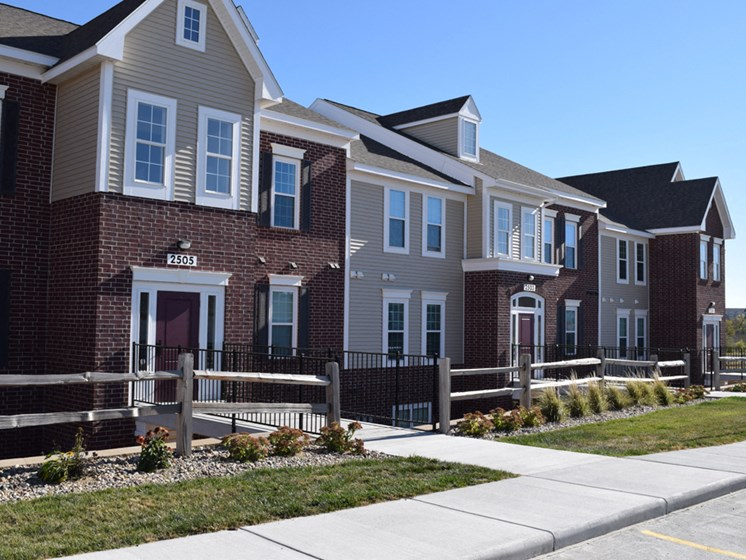 Exterior View of Apartments at Lynbrook Apartment Homes and Townhomes, Elkhorn