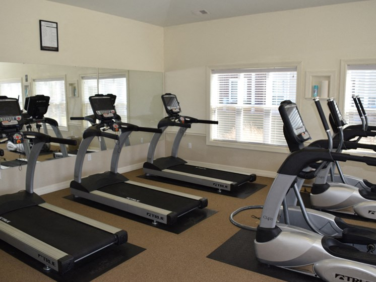 24-hour Fitness Center with Free Wi-Fi at Lynbrook Apartment Homes and Townhomes, Nebraska, 68022