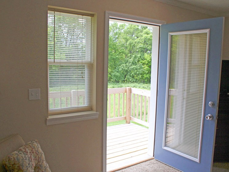 Private Apartment Deck/Patio at Lynbrook Apartment Homes and Townhomes, Nebraska, 68022