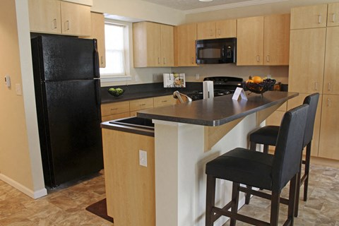 Eat-In Kitchen at Lynbrook Apartment Homes and Townhomes, Elkhorn, NE