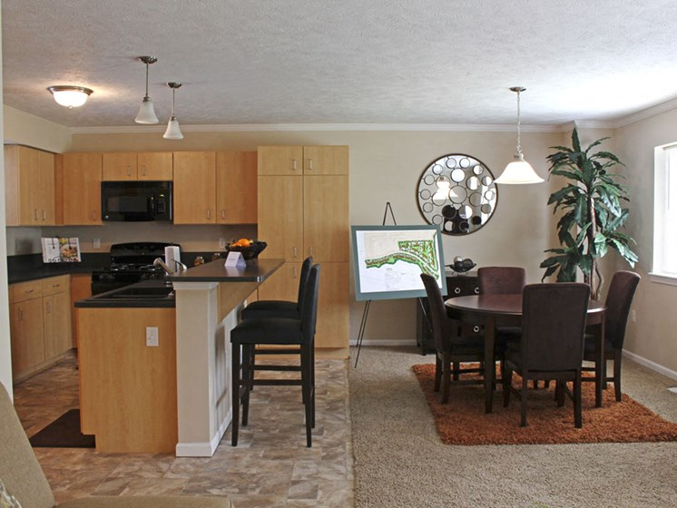 Impressive Kitchen And Dining Area at Lynbrook Apartment Homes and Townhomes, Elkhorn, Nebraska