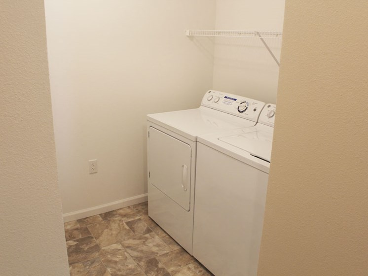 Full-Size Washer And Dryer In Every Unit at Lynbrook Apartment Homes and Townhomes, Elkhorn