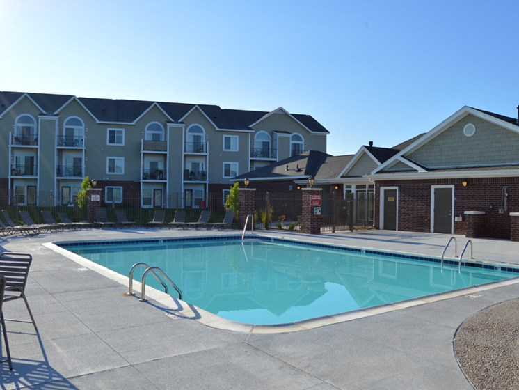 Outdoor Swimming Pool at Lynbrook Apartment Homes and Townhomes, Elkhorn, NE, 68022