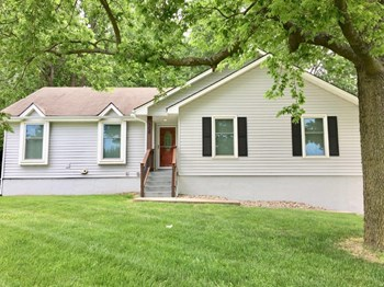 308 NW Pecan St 3 Beds House for Rent Photo Gallery 1
