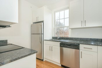 13 Winter Street Studio Apartment for Rent Photo Gallery 1