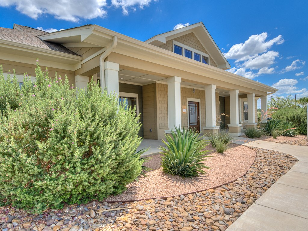 Beautiful Landscaping and Park-like Setting at La Contessa Luxury Apartments, Texas, 78045