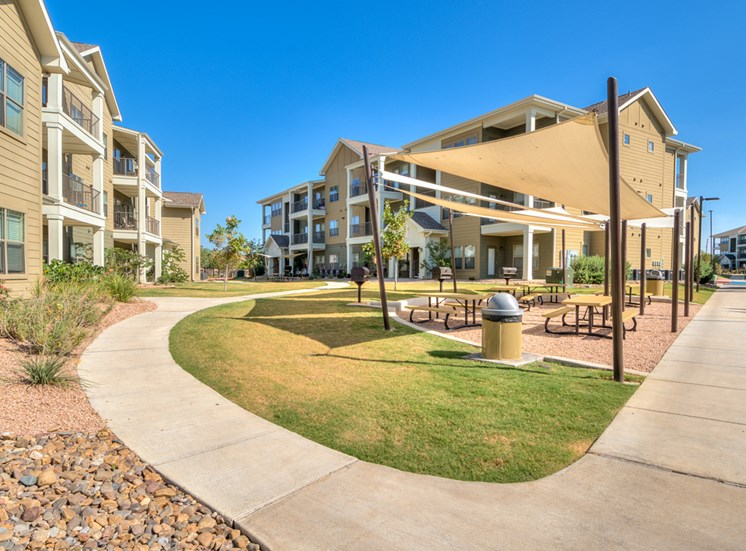Picnic Area at La Contessa Luxury Apartments, Laredo, TX