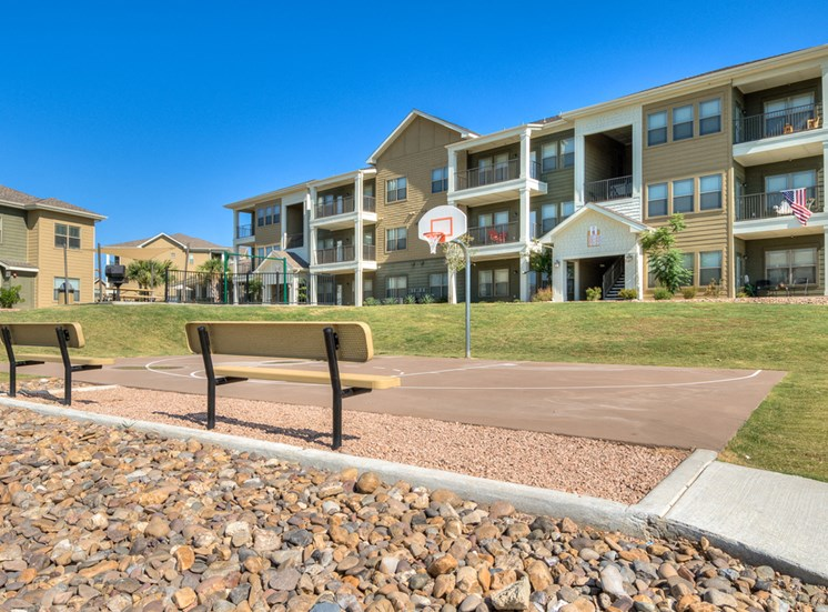 Outdoor Benches with Seating Area at La Contessa Luxury Apartments, Texas