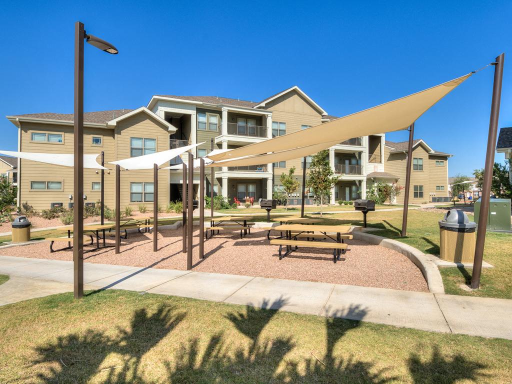 Outdoor Cabana at La Contessa Luxury Apartments, Laredo, TX 78045