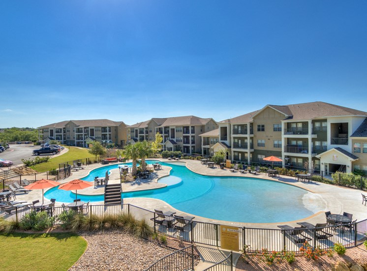 Infinity-Edge Pool with Baja Sun Shelf and Cabanas at La Contessa Luxury Apartments, Texas