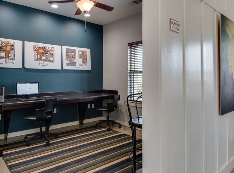 Business Center with High Speed Internet Access at La Contessa Luxury Apartments, Laredo, TX 78045