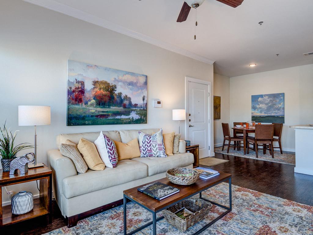 Wood Vinyl Flooring at La Contessa Luxury Apartments, Laredo, TX