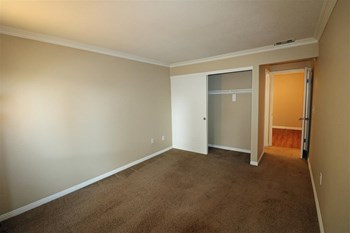 1220 Deerpark Drive 1-2 Beds Apartment for Rent Photo Gallery 1