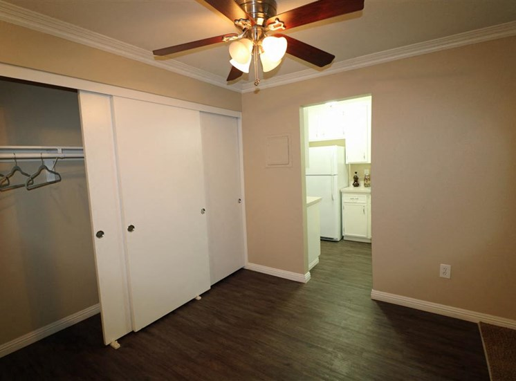 The Streams Apartment Homes Dining Area w/Ceiling Fan