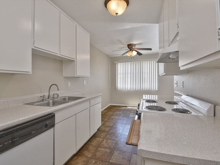 Fitted Kitchen at WOODSIDE VILLAGE, West Covina, CA, 91792