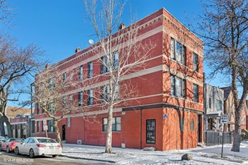 2558 W. Superior St. 2 Beds Apartment for Rent Photo Gallery 1