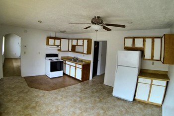 9617 11th Bay St 2 Beds Apartment for Rent Photo Gallery 1