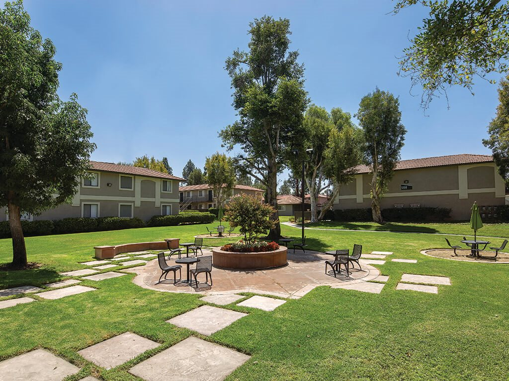 Green space at Berkdale apartments in Riverside CA