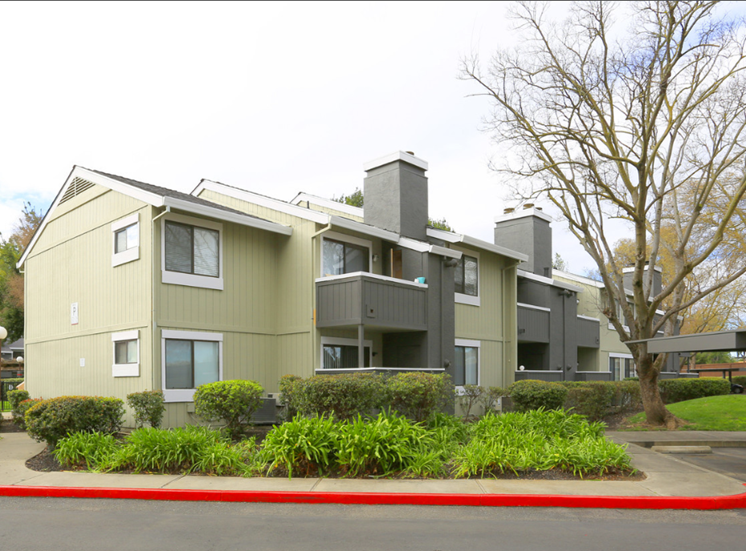 Exterior Building l Ellington Apartments in Davis CA