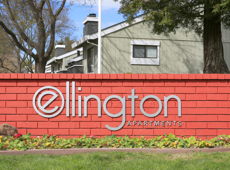 Monument Sign l Ellington Apartments in Davis CA