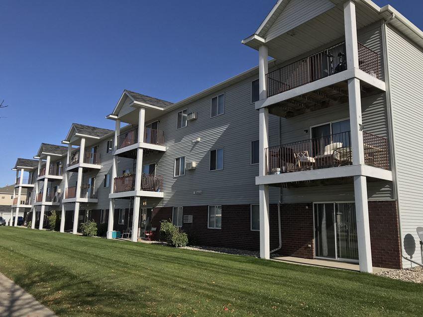 Royal Oaks Apartments - Exterior