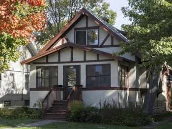 904 20th Ave. SE 6 Beds House for Rent Photo Gallery 1