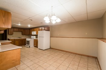 589 4th Ave 4 Beds House for Rent Photo Gallery 1
