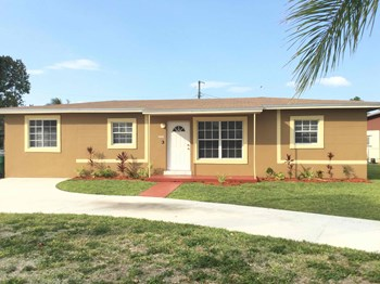11885 SW 190 Terrace 4 Beds House for Rent Photo Gallery 1