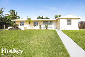 16025 SW 99 AVE 4 Beds House for Rent Photo Gallery 1