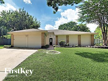 19319 Palermo Dr 3 Beds House for Rent Photo Gallery 1
