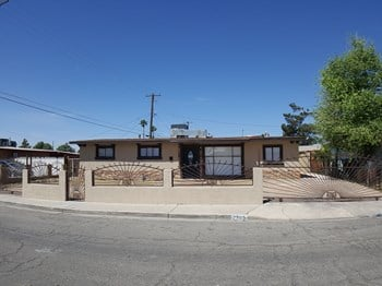 2705 Berg Street 4 Beds House for Rent Photo Gallery 1