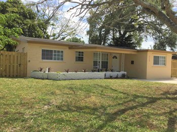 3120 SW 18 Street 3 Beds House for Rent Photo Gallery 1