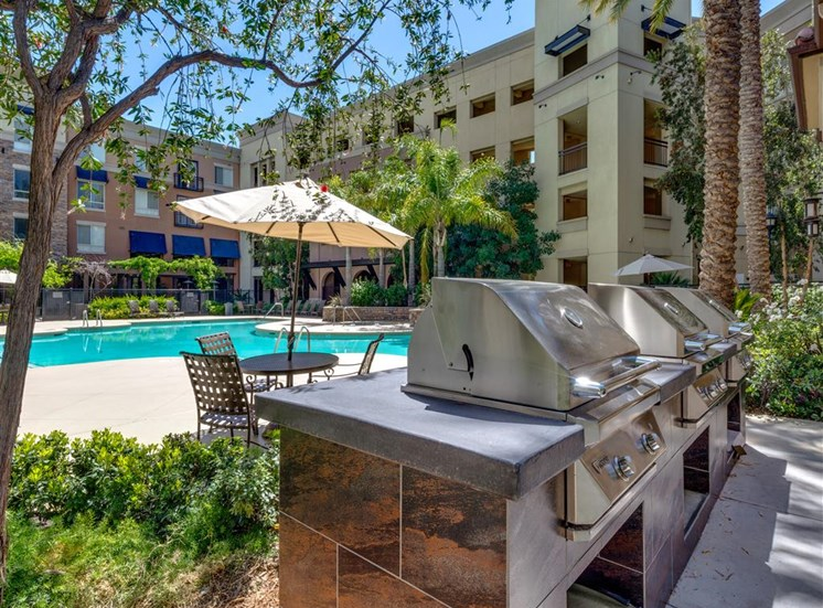 Picnic and BBQ Area at The Madison at Town Center, Valencia, CA