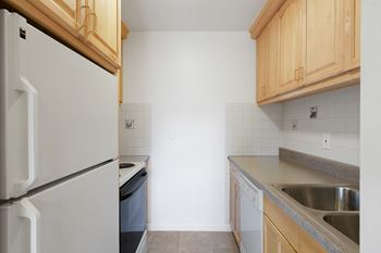 1135 Grand Avenue 1-2 Beds Apartment for Rent Photo Gallery 1