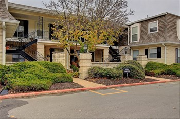3590 W 75TH ST 1-2 Beds Apartment for Rent Photo Gallery 1
