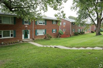 1909 Cambridge Dr #1 1-2 Beds Apartment for Rent Photo Gallery 1