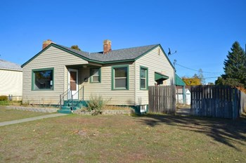4104 N Oak St 3 Beds House for Rent Photo Gallery 1