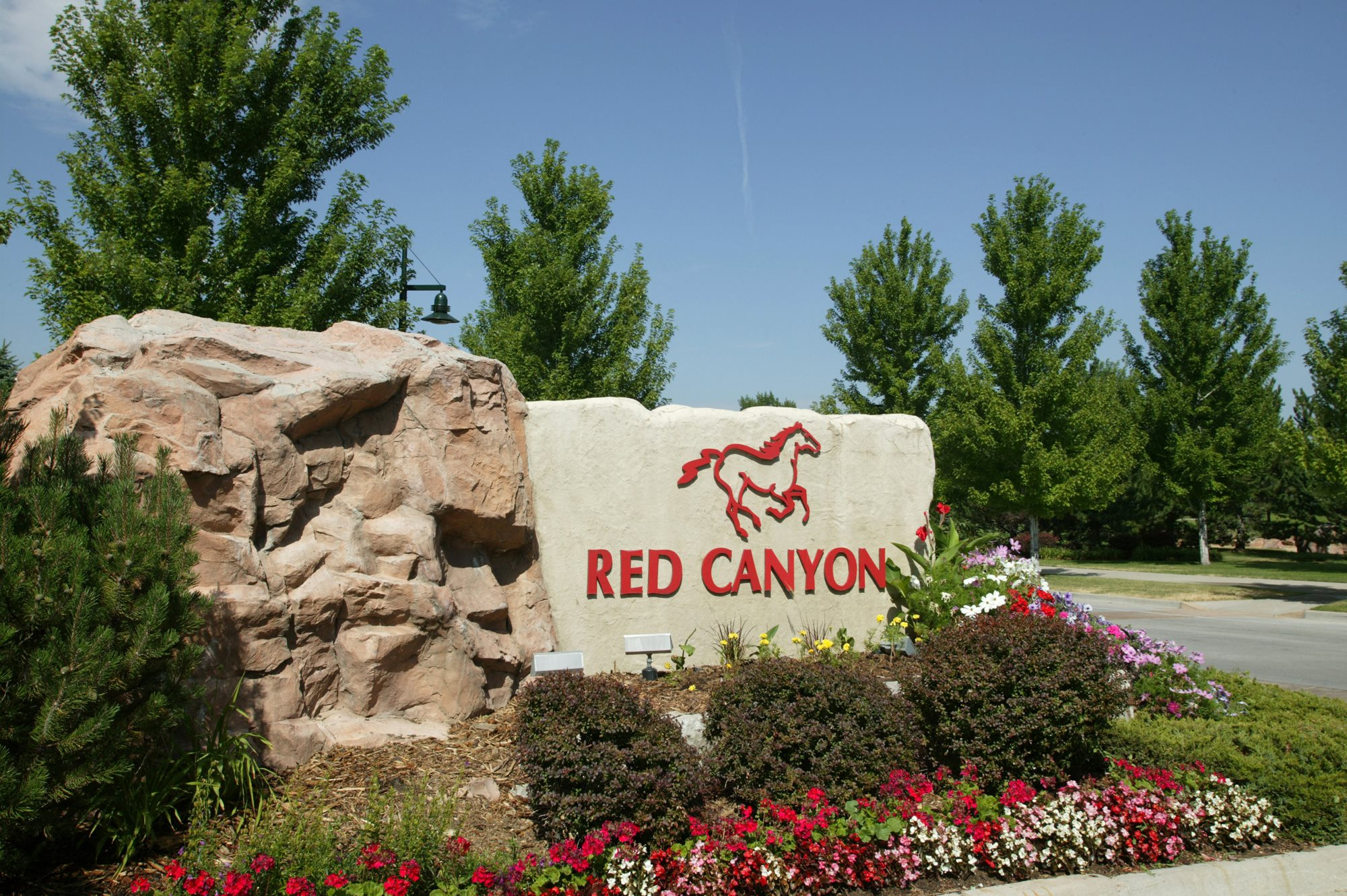 RedCanyon-Monument sign for property