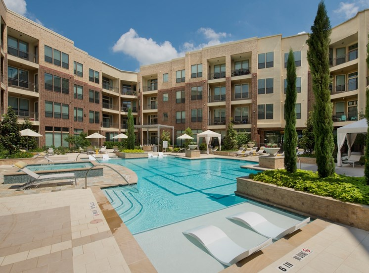 pool Apartments in Katy