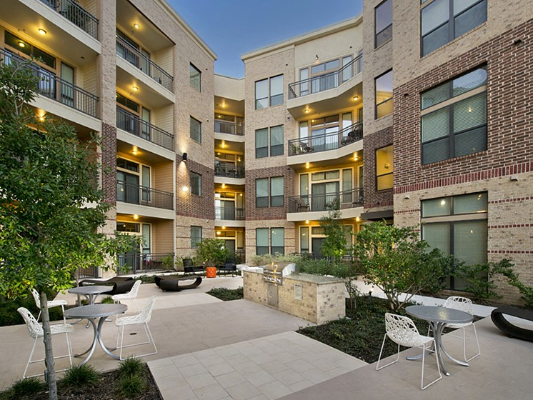 grilling area Apartments in Katy