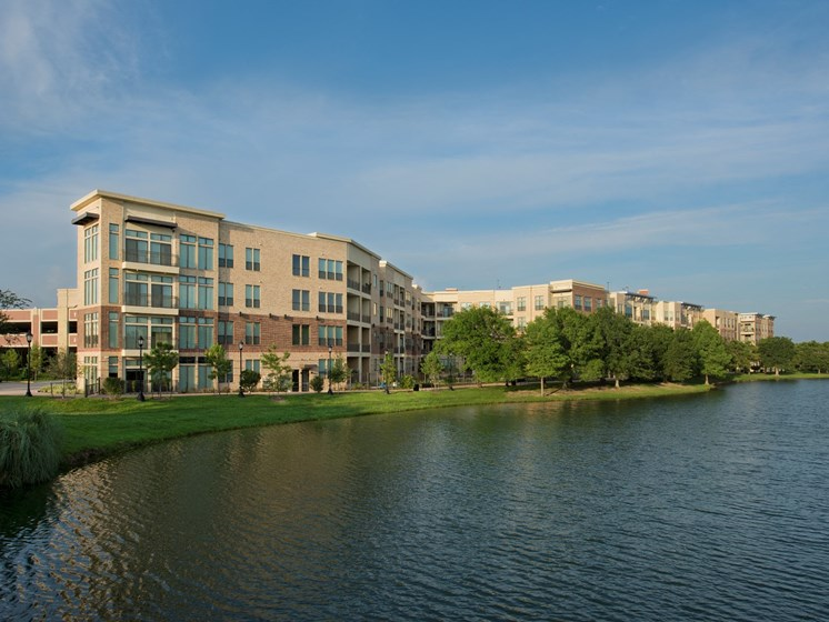 lake view Apartments in Katy