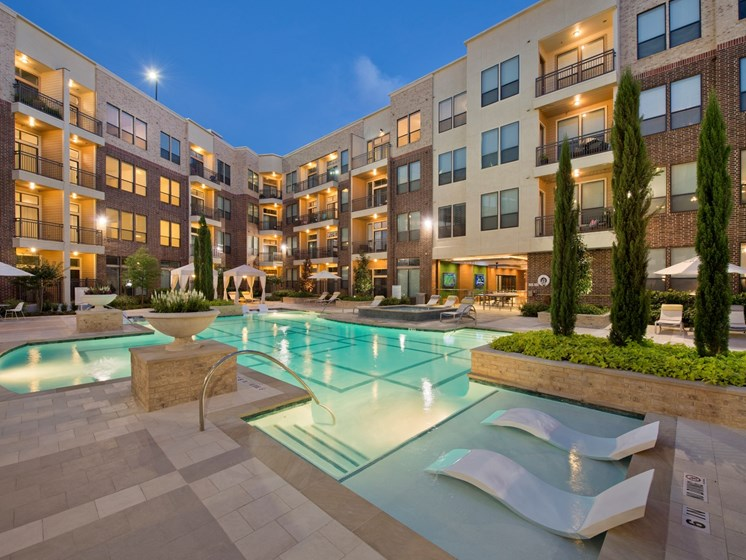 Apartments in Katy with luxury pool