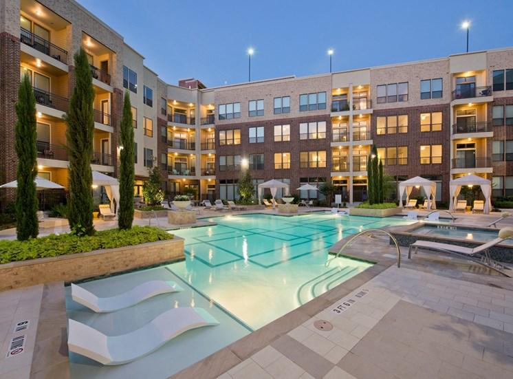 luxury pool Apartments in Katy