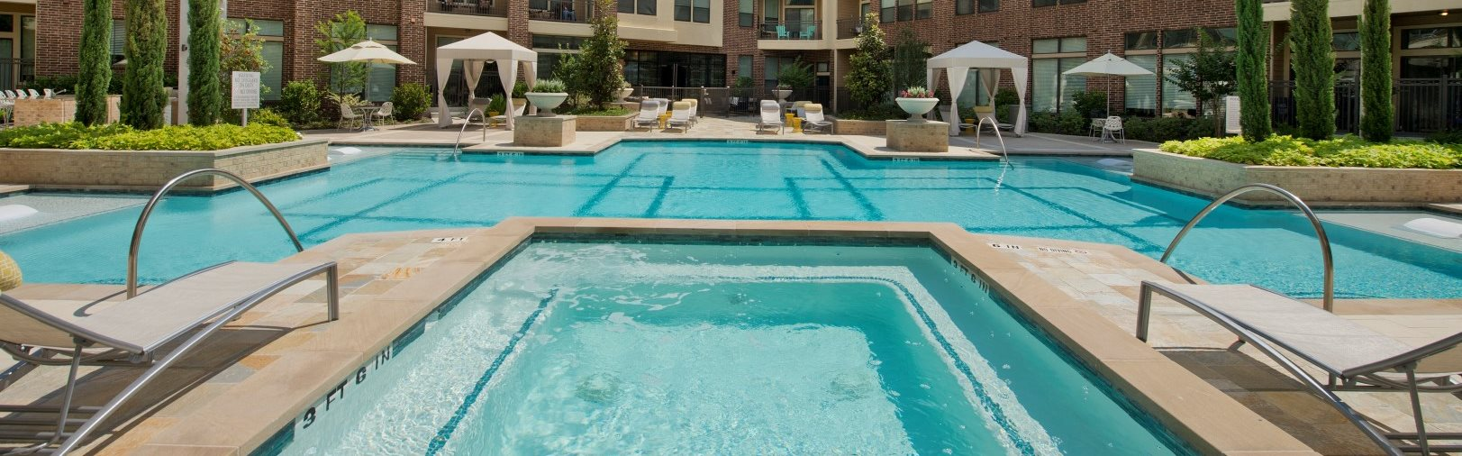 Pool view Apartments in Katy