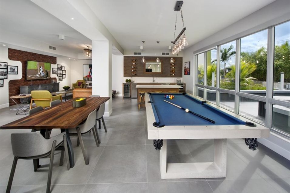 Beautiful Lounge with Billiards
